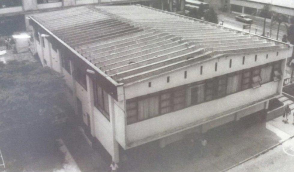 Sede del Concejo de Armenia frente a Ventanilla Verde, demolido