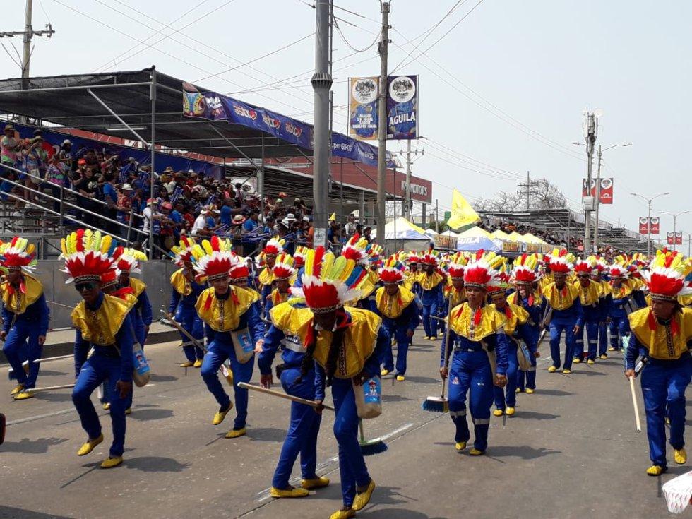 Más de 120 escobitas, trabajadores de Triple A, también hicieron parte de la Batalla de Flores