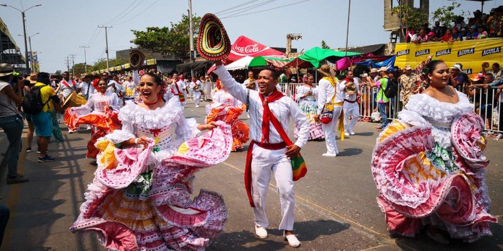 La Cumbia se bailó y se gozó durante el desfile de la Batalla de Flores