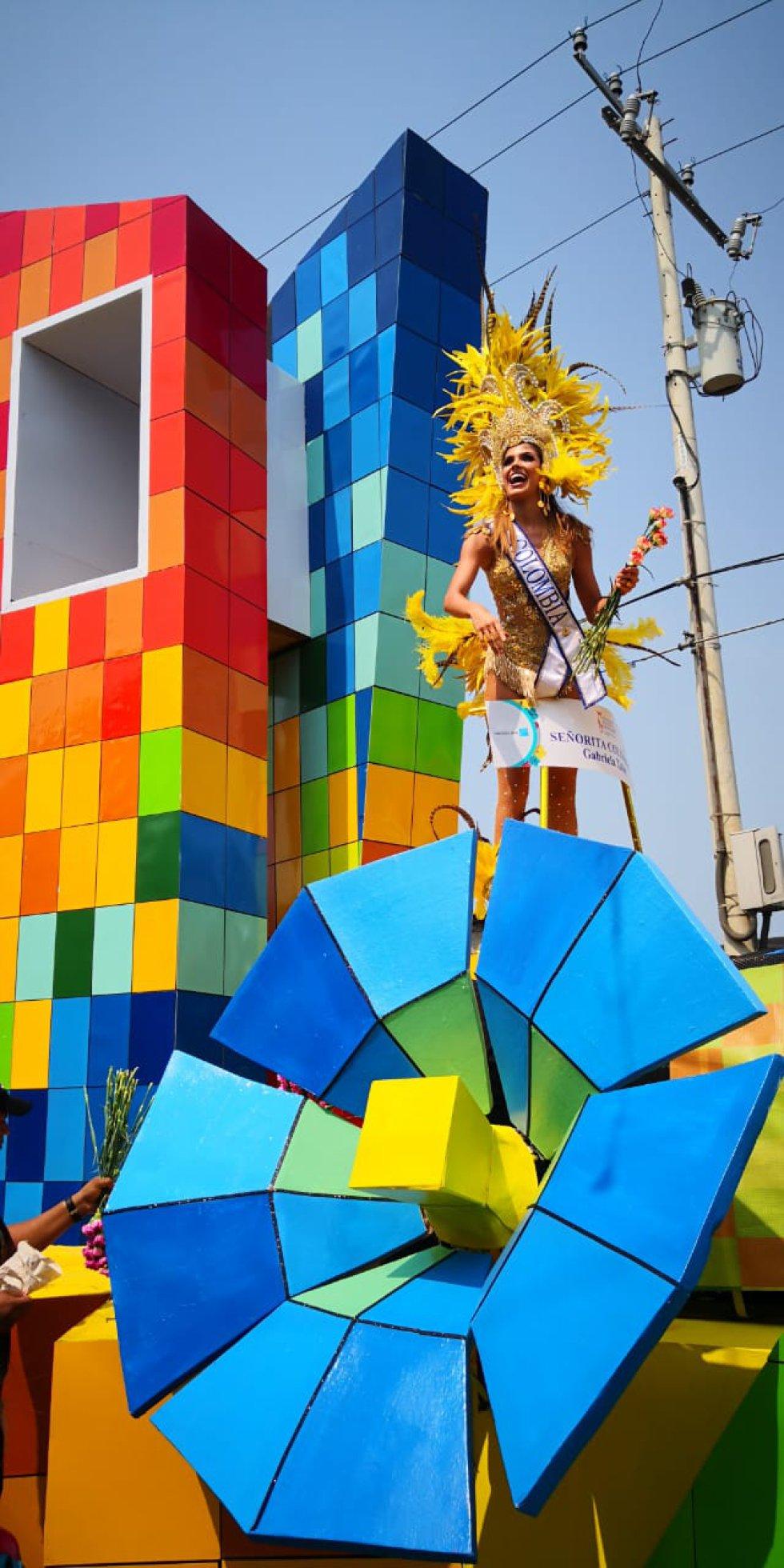 CARNAVAL DE barranquilla: Todos alegres disfrutando del Carnaval