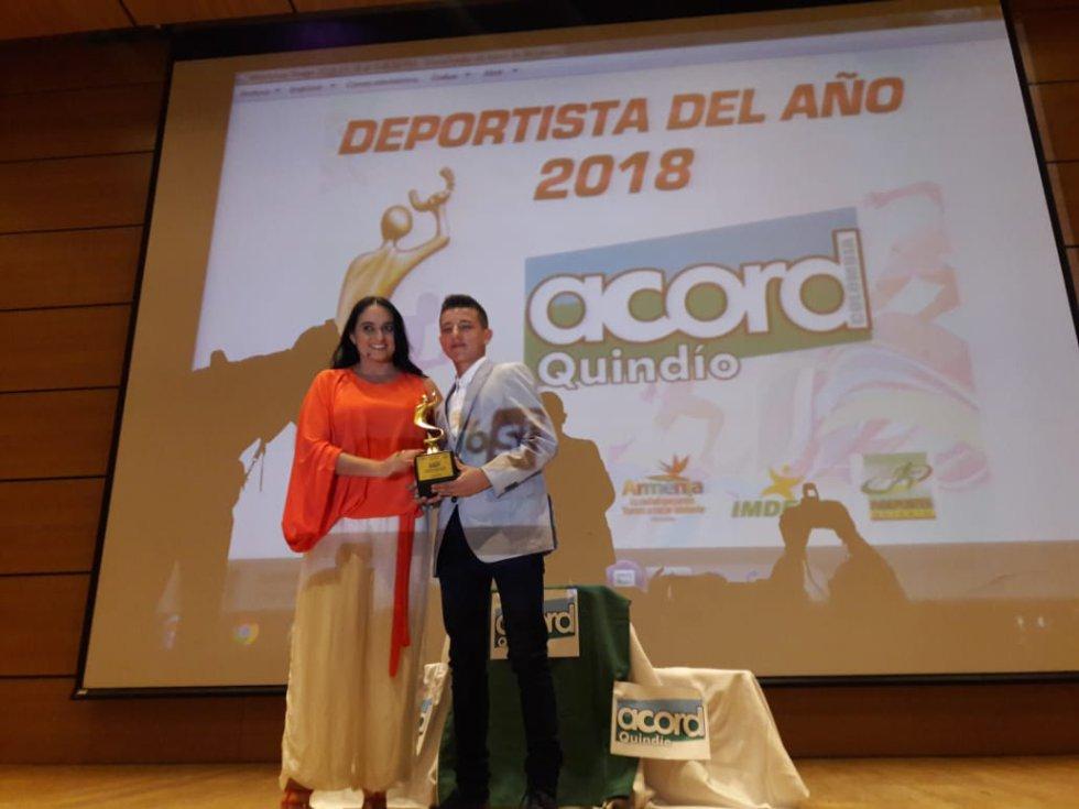 Deportista del futuro Camilo Cano en tenis de campo