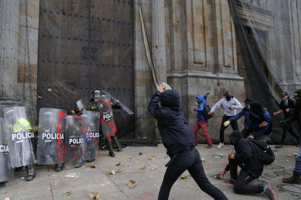 Disturbios en la Universidad Nacional y Plaza de Bolivar durante Paro Nacional.