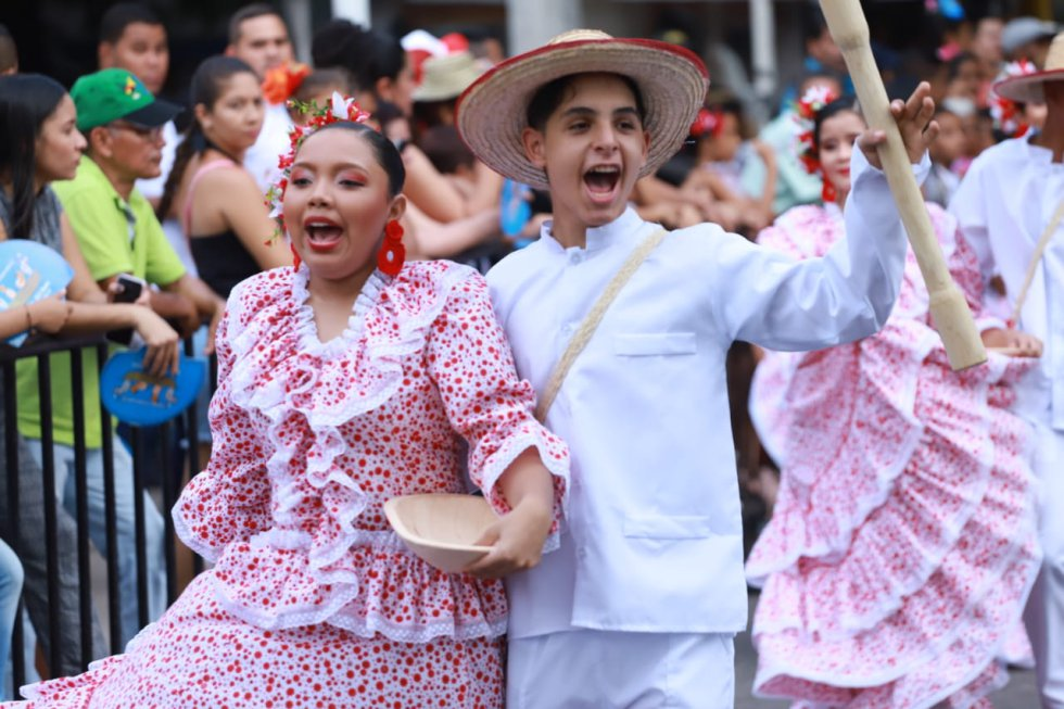 El desfile recorre las calles de Valledupar