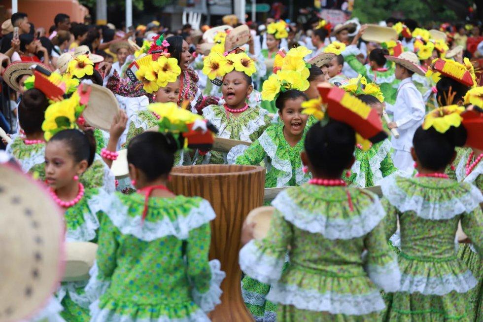 Entre gritos, bailes y sonrisas, las niñas contagian al público