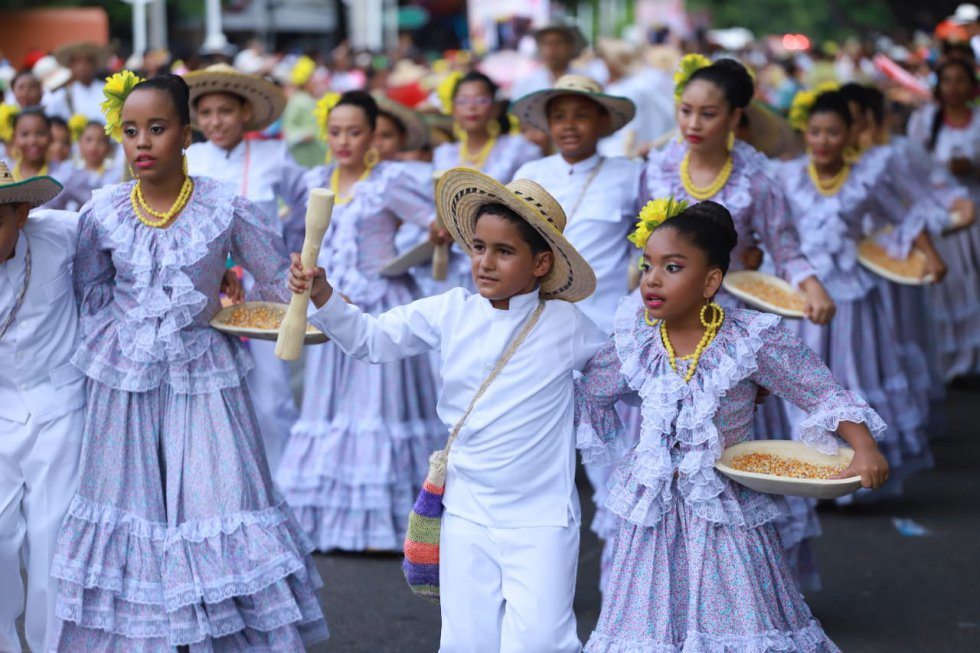 """Festival Vallenato: [Fotos] Desfile de Piloneros Menores en honor a """"la Polla"""" Monsalvo"""