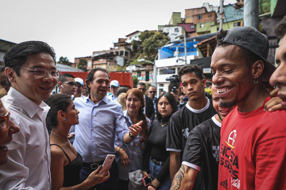 Alcaldes del mundo recorrieron la Comuna Trece de Medellín