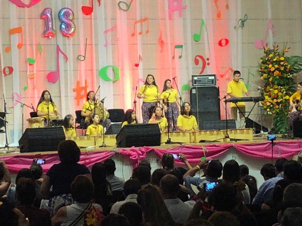 Grupo de proyección infantil música latinoamericana  Academia Luis A. Calvo Bogotá