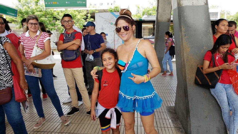 Shakibecca: La doble de Shakira sorprendió a usuarios de Transmetro