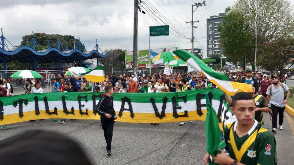 Los integrantes de la barra de fútbol del Deportes Quindío de Artillería Verde y su participación en el paro
