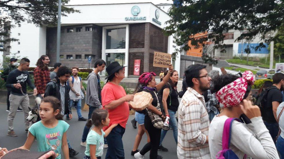 Mujeres, niños, adultos participaron en la movilización