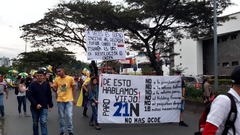Las razones del paro expuestas en carteles y banderas