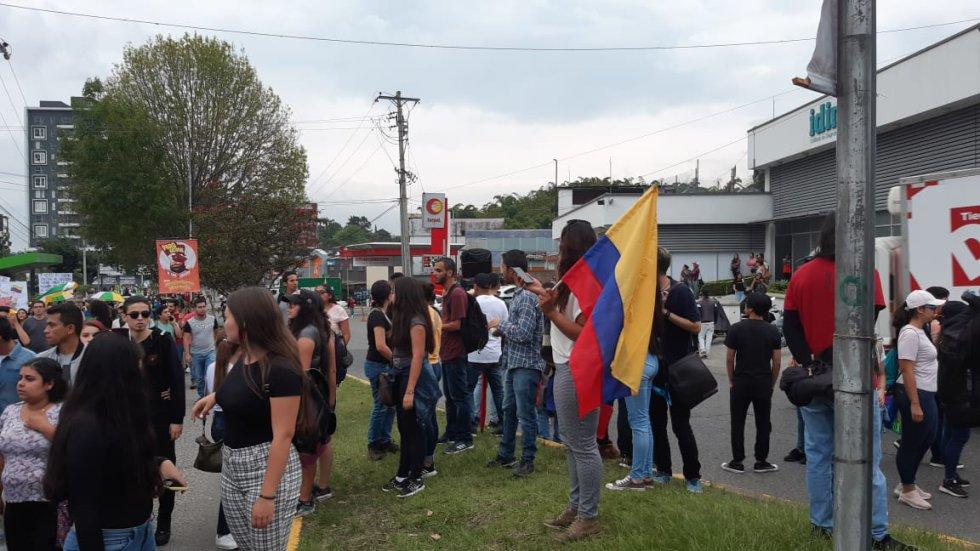 La bandera de Colombia no podía faltar en la marcha