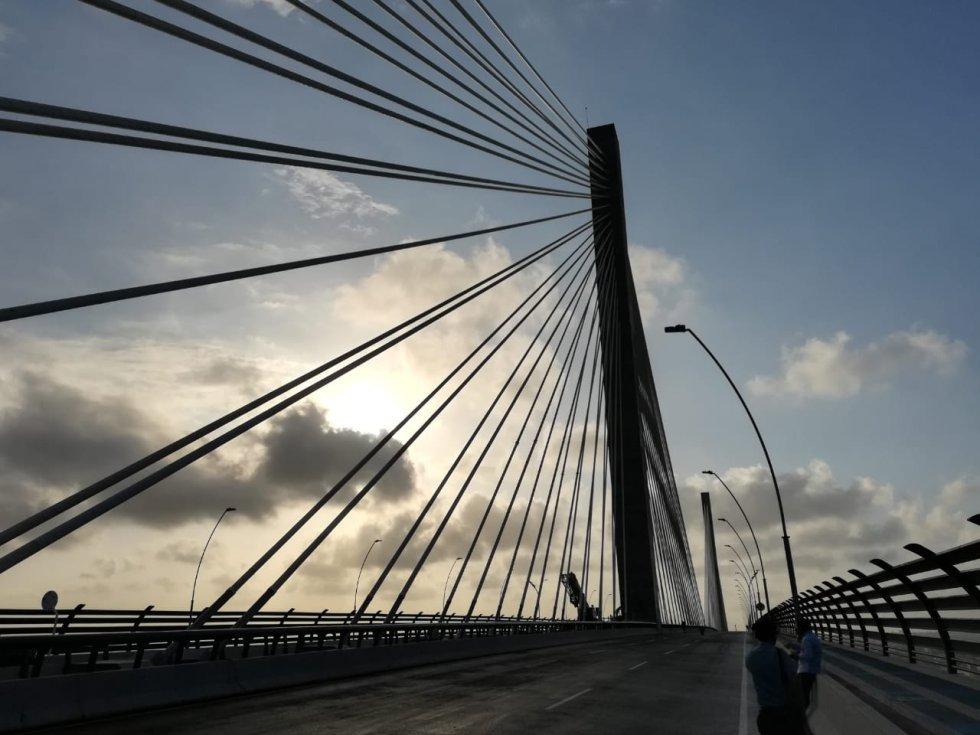 El nuevo Puente Pumarejo tendrá dos tipos de iluminaciones: una víal y otra ornamental, es decir, que habrá iluminación debajo del puente, además en los pilones y los cables.