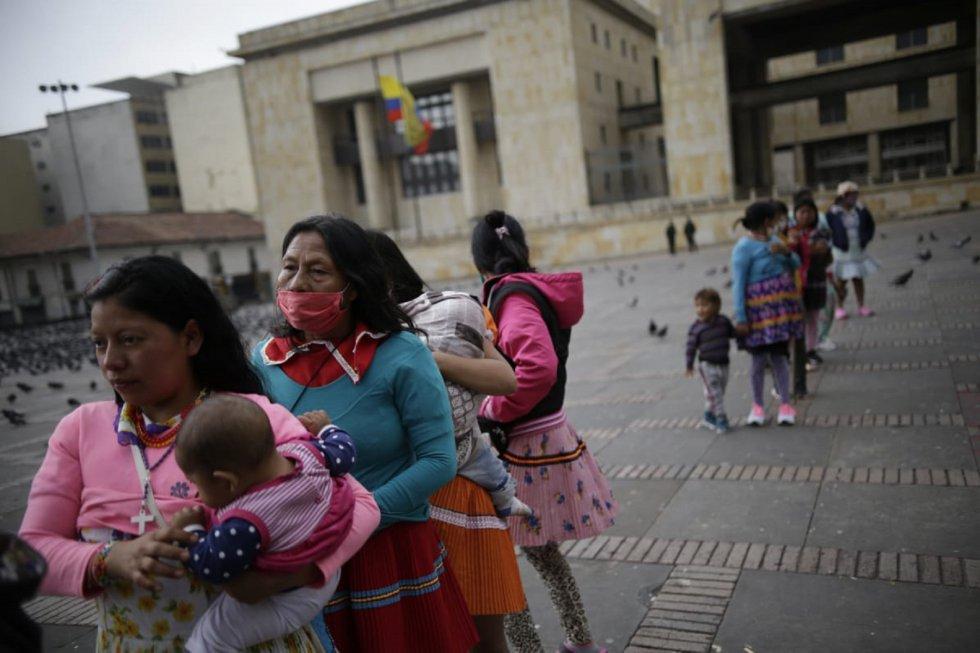 Los Embera temen por sus pequeños hijos tanto por la falta de alimentos y techo, como de la pandemia que alcanzó a Colombia.