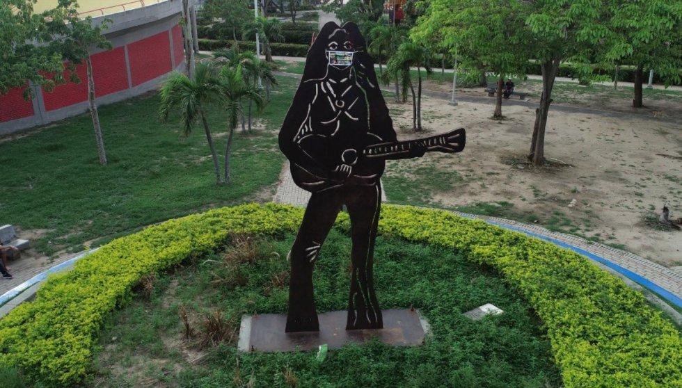 Nueve exponentes del arte plástico de la ciudad fueron convocados para diseñar una obra y hacer de su lienzo los tapabocas, que fueron elaborados en tela reebag.
