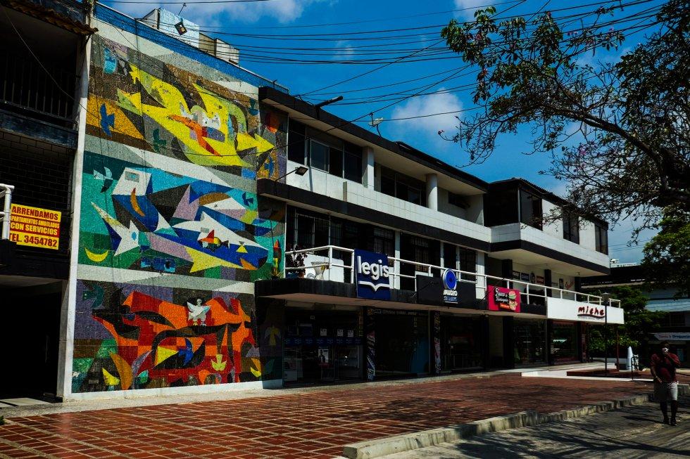 Sus murales y obras están en conjuntos urbanos del Centro Histórico y la zona de los barrios El Prado, Alto Prado y Bellavista