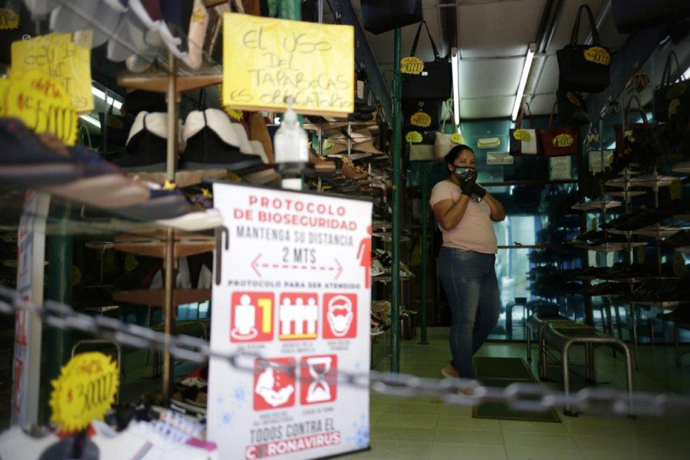 En los comercios es exigido que se use siempre el tapabocas.