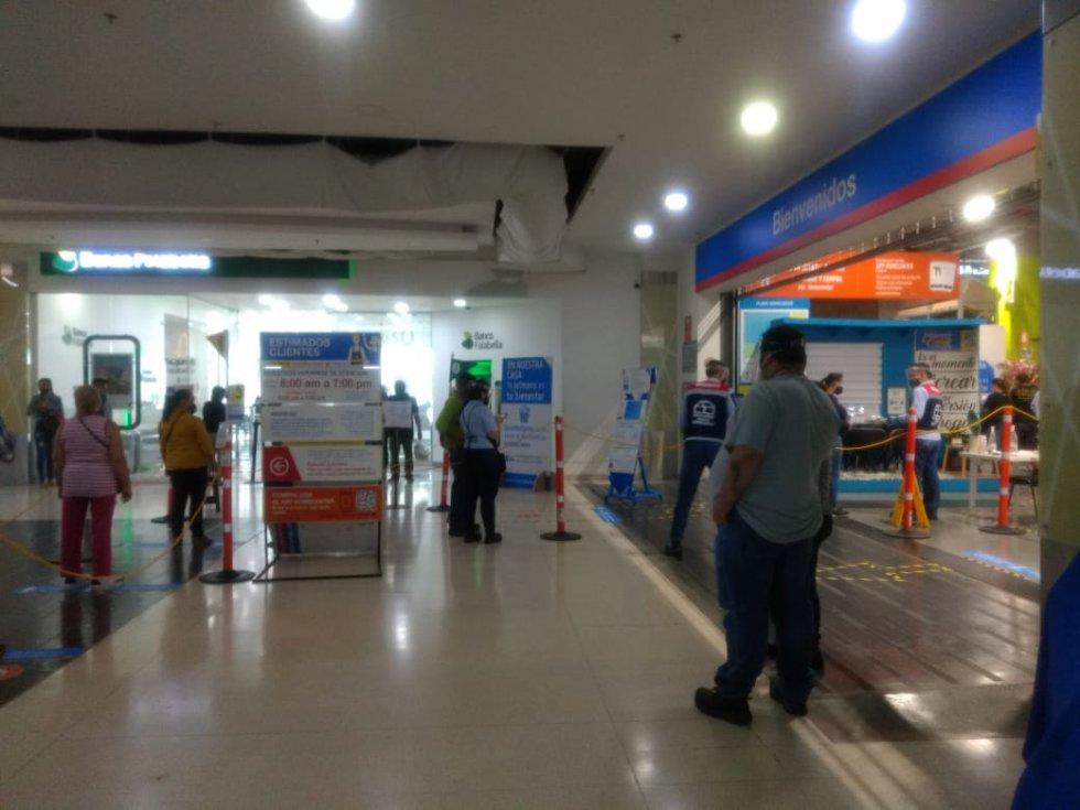 Dentro de los centros comerciales se respeta la distancia social, ese caso Calima