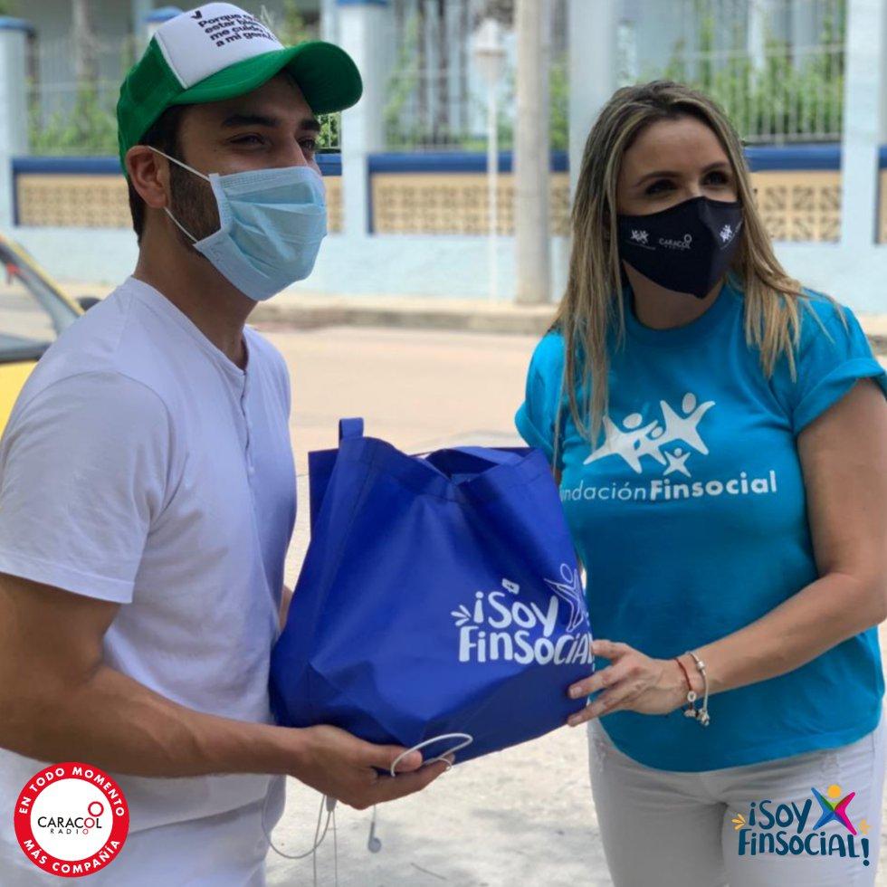Taxistas Barranquilla: [Galería] Caracol Radio y Finsocial entregan ayudas y tapabocas a taxistas