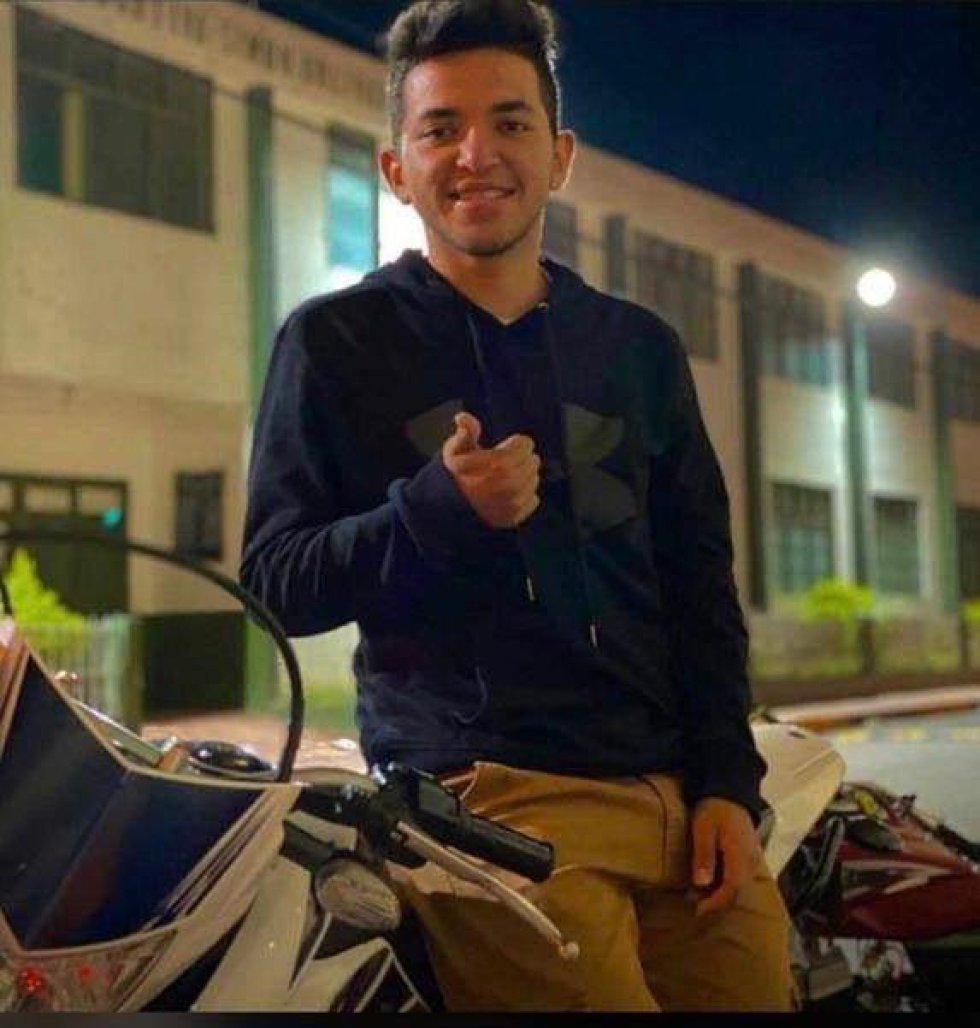 Campo Elías Benavides Erazo (19 años). Estudiante grado once del colegio Samaniego.