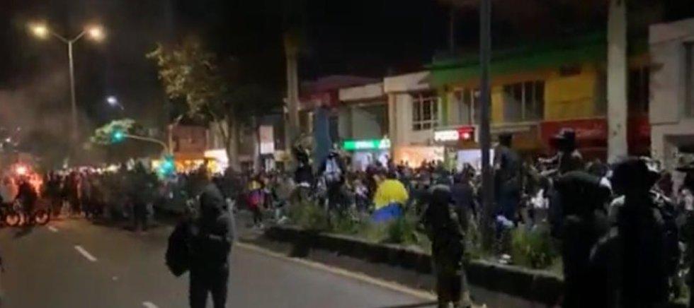 La protesta se extendió hasta el cruce del parque Fundadores donde hubo temor de comerciantes y habitantes