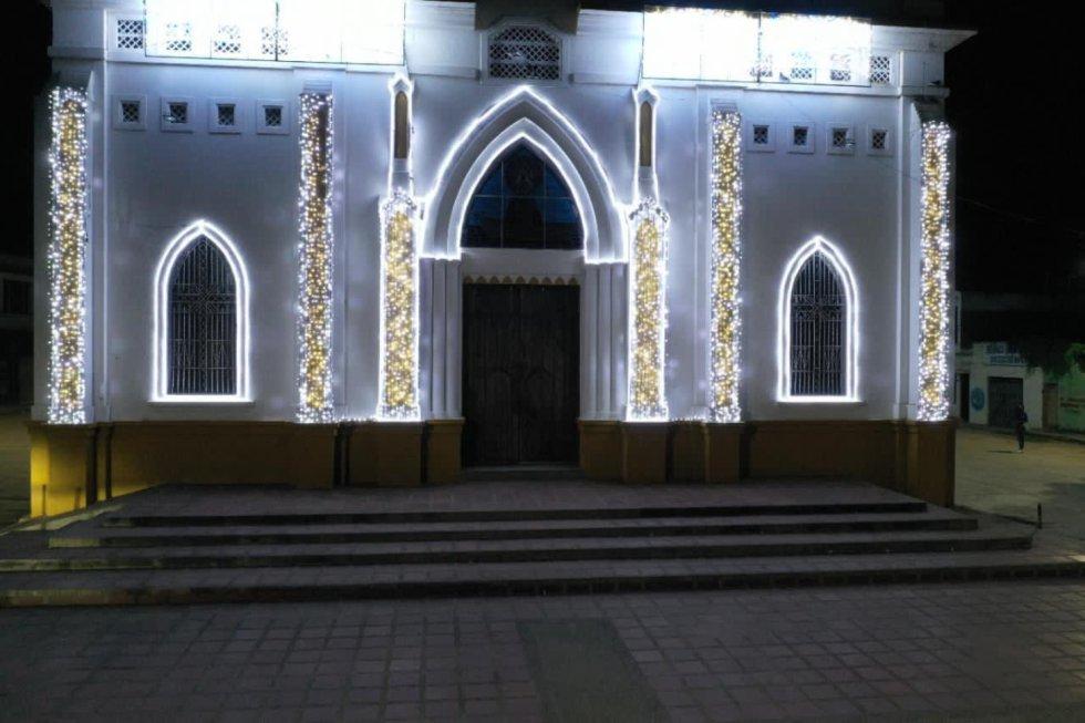 El municipio de Magangué Bolívar, se viste de Navidad. Pobladores y visitantes ya pueden disfrutar de espacios llenos de luces que reviven la esperanza de este tiempo, que tras un difícil año, finalmente ha llegado.