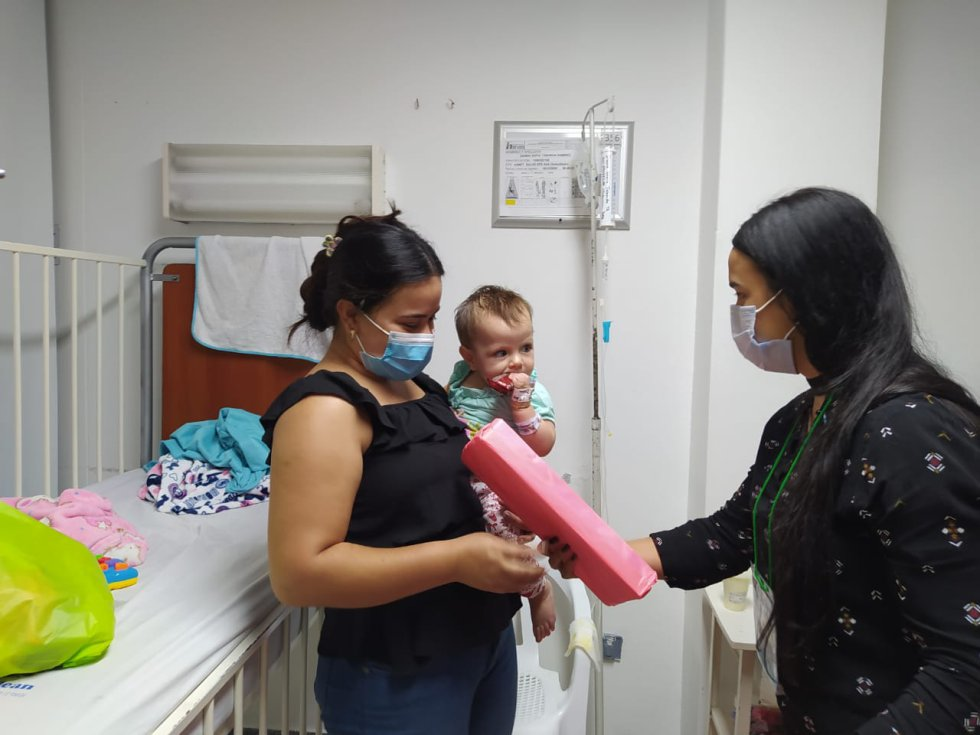 La Red Humanitaria del Quindío, Caracol Radio y Bésame Armenia y esta bonita campaña de navidad  ( fotos permiso hospital y padres de familia)