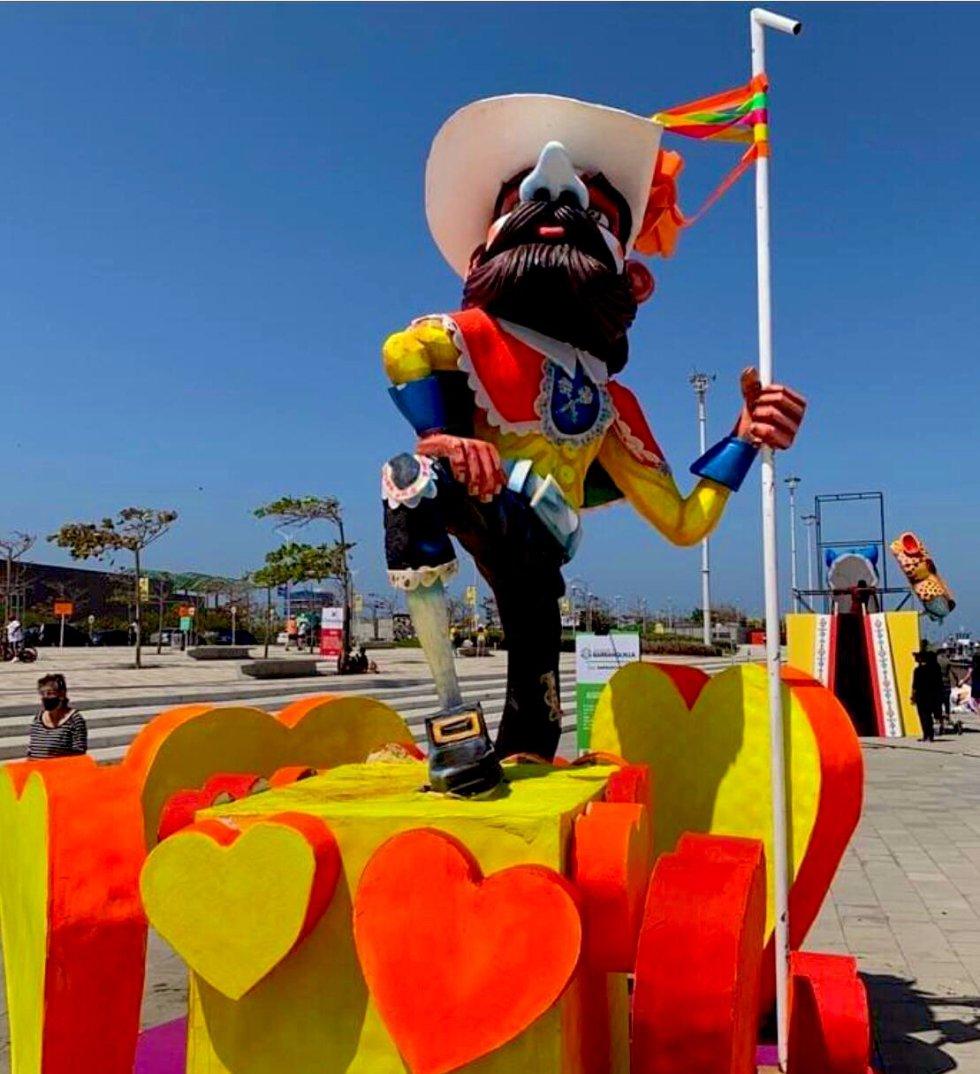 Las figuras fueron hechas por nueve artesanos que anualmente participan en la construcción de carrozas para la Batalla de Flores