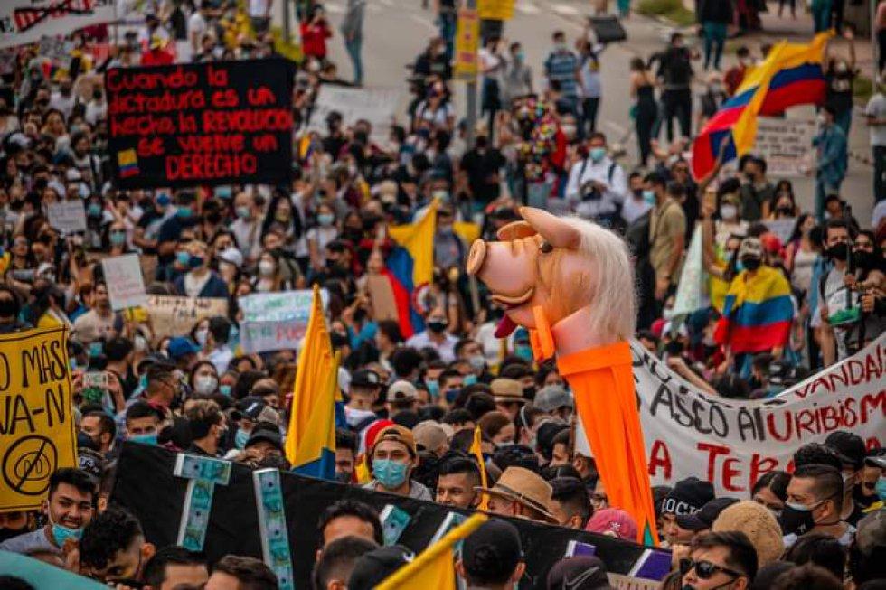 Banderas, camisetas, pancartas y figuras hicieron parte de la manifestación