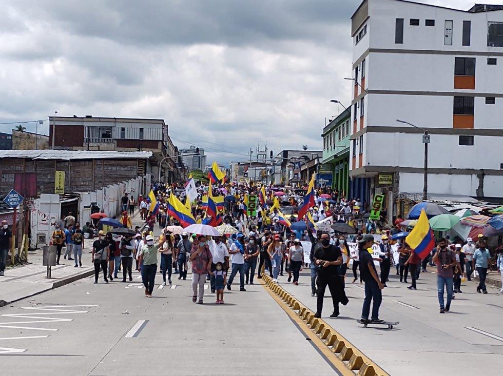 Los estudiantes marcharon del norte al centro de Armenia