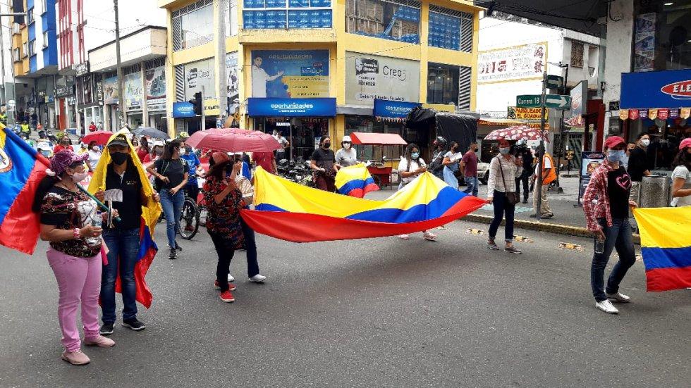 La bandera de Colombia como símbolo de patria en medio de las manifestaciones