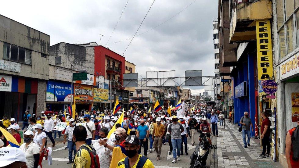 Por la carrera 19 a pesar del trancón los marchantes caminaron en paz
