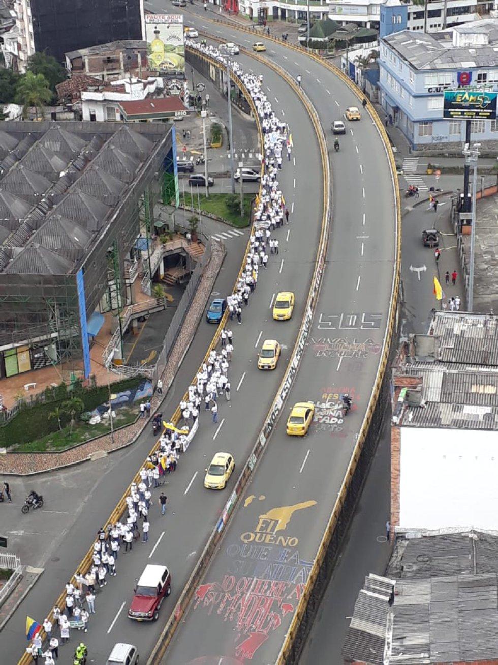 Los puentes de la avenida Bolívar al norte de Armenia no se vieron bloqueados porque la marcha fue por un costado
