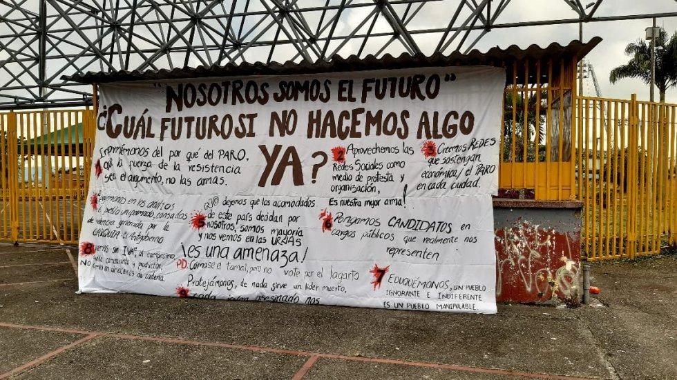 Los carteles y sus mensajes desde los jóvenes en medio de la protesta social