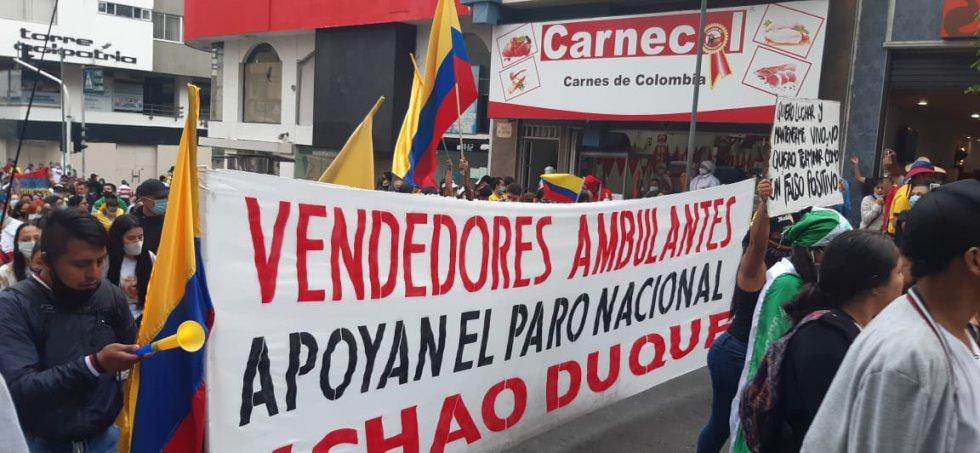 Los vendedores ambulantes también se sumaron a las marchas