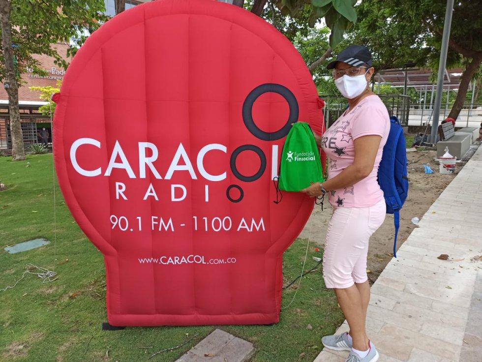 Caracol Radio y Finsocial en Barranquilla: Entrega de kit escolares y equipos tecnológicos de Caracol y Finsocial