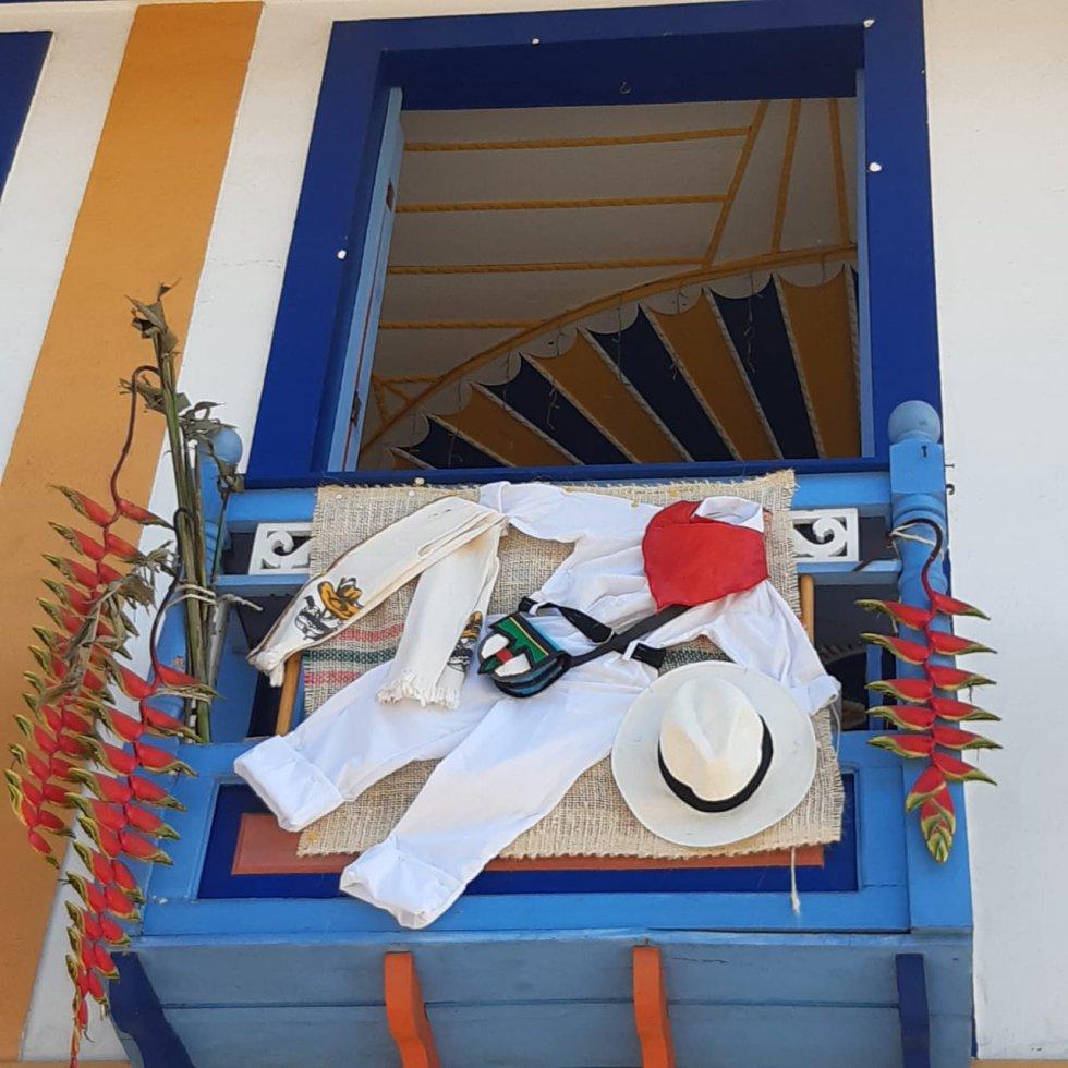 La creatividad en la decoración de los balcones en la colina iluminada del Quindío