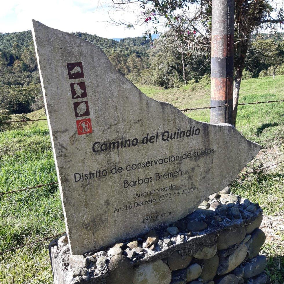 Placa que recuerda el paso del libertador Simón Bolívar por el Quindío