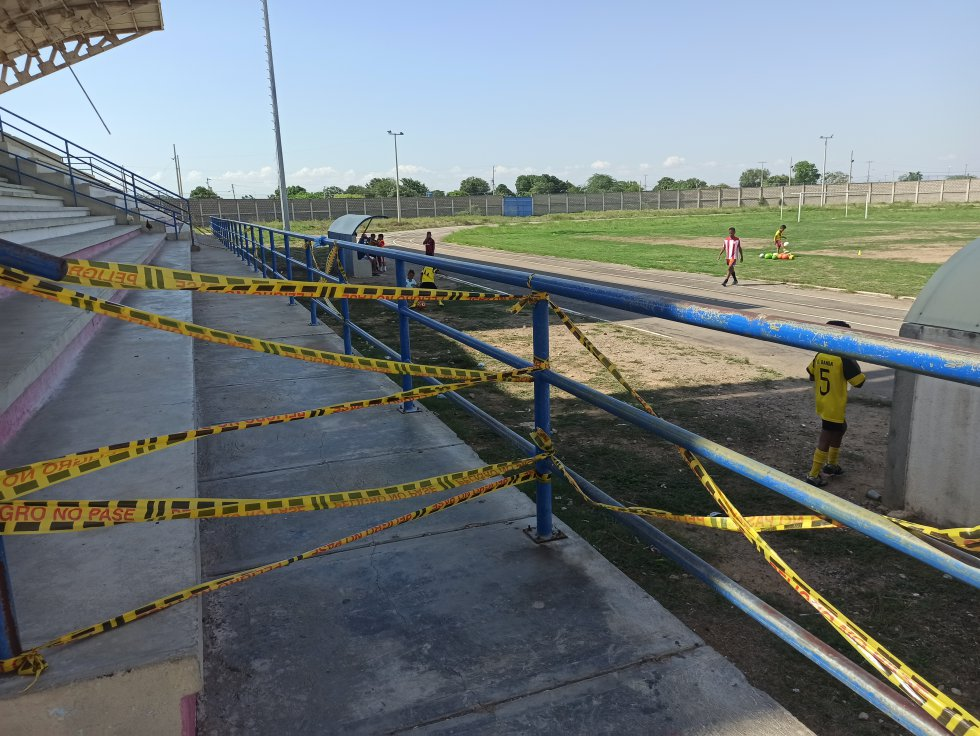Graderías sin acceso en el estadio Humberto René Urrea