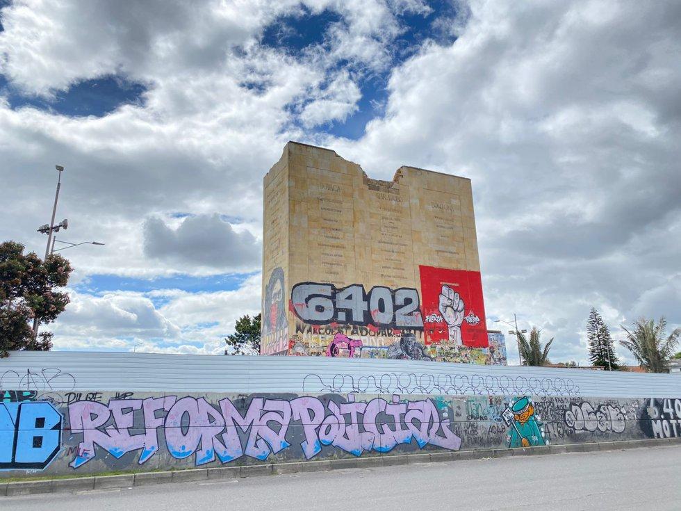 Demolición del monumento de Los Héroes