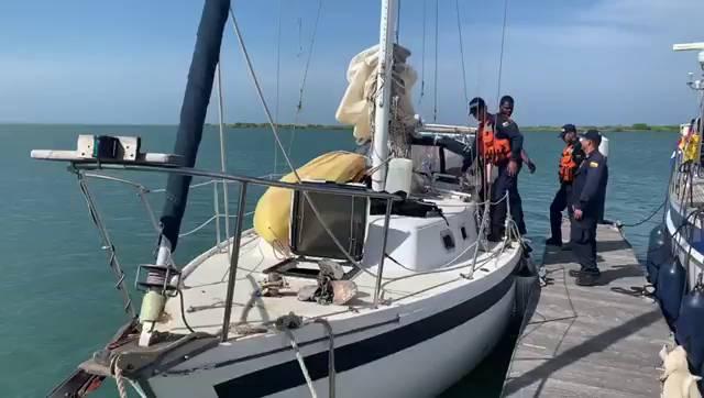 Armada rescata a velero de bandera irlandesa cerca a Puerto Colombia - Caracol Radio