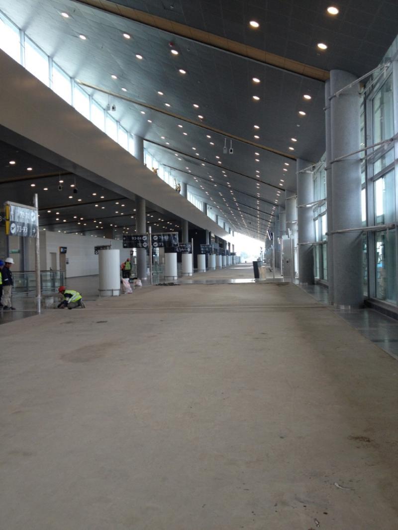 El final del muelle nacional, donde hay 10 ascensores y 6 escaleras mecánicas. Foto: Caracol Radio.