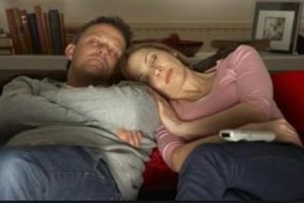 Cuando sienta que se va a quedar dormido, escoja un lugar y una posición adecuada para acostarse y descansar la espalda.