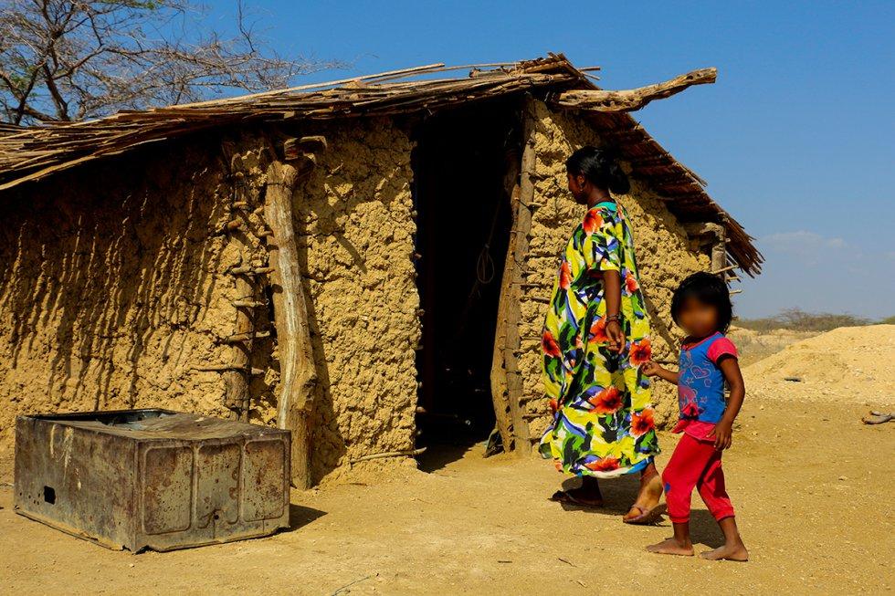 En esta vivienda habitan más de cinco niños con su madre.