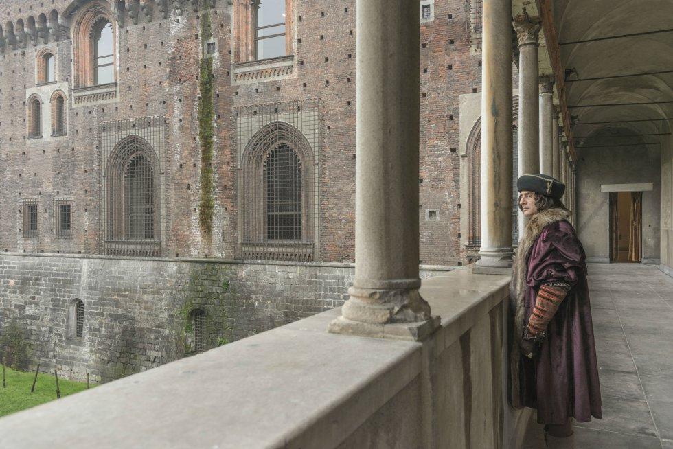 Además de abordar la exposición del Palacio Real, esta visita guiada se enriquece con las obras de Da Vinci localizadas en Milán, los experimentos audaces de ingeniería mecánica del Museo de Ciencia y Tecnología, sus estudios de anatomía con su célebre Hombre de Vitruvio, y otras que se encuentran en el Museo del Louvre como La Belle Ferroniére y La Monalisa.