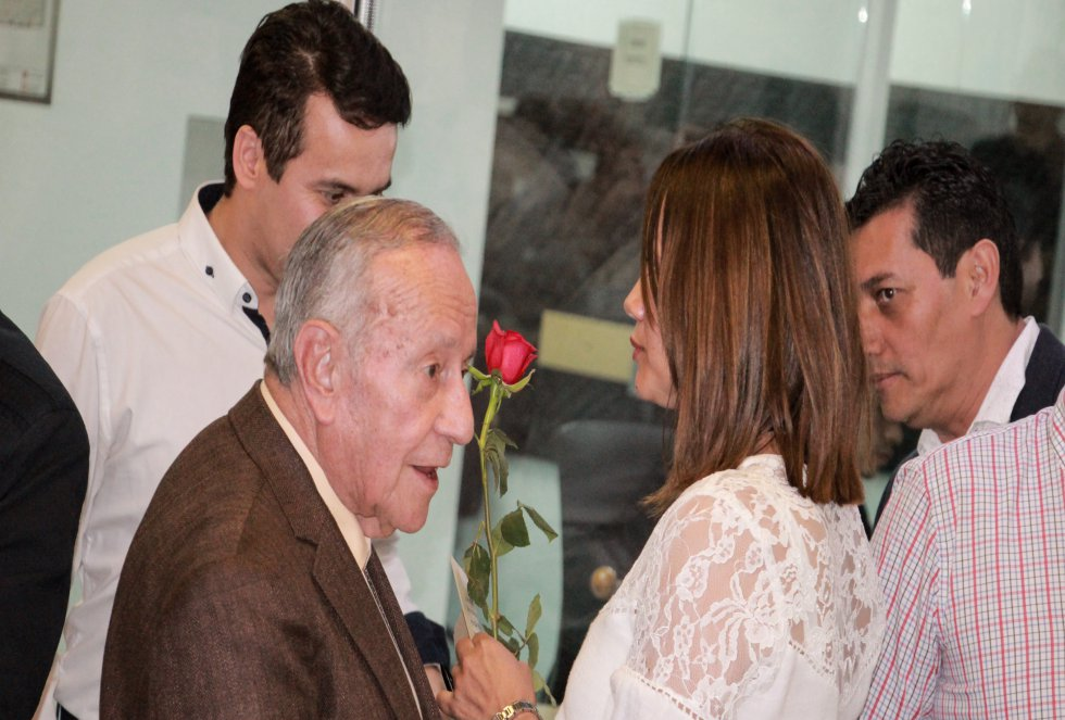 Dona Gabriel Muñoz López y Aleida Salcedo