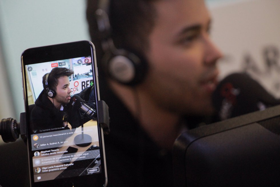 El artista habló en cabina con 6am Hoy por Hoy de Caracol Radio, acerca de su experiencia de trabajar con Shakira, sus inicios en la música y la música latina en general.