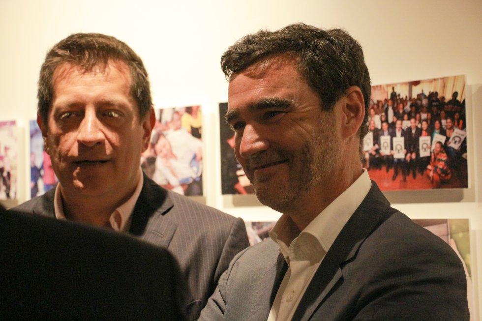 Gabriel Delascasas, ex integrante de la Luciérnaga; y Jon Ruiz, gerente general de Caracol Radio.
