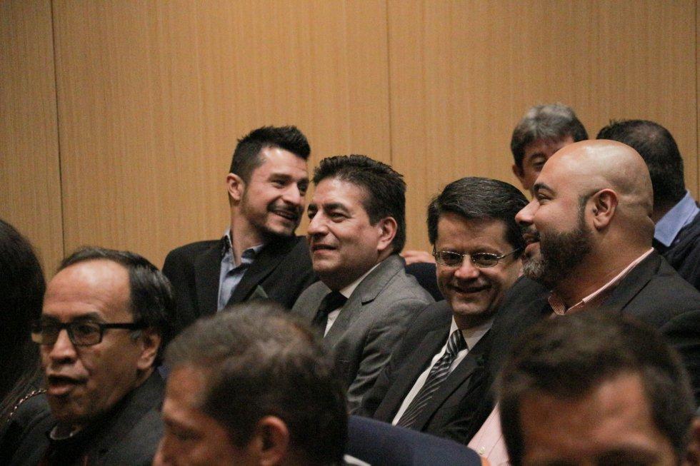 Arriba: Santiago Rendón, Juan Machado, Jhon Camacho (director de Operaciones de Caracol Radio), Oscar Monsalve 'Risaloca'.  Abajo: Fabio Daza.