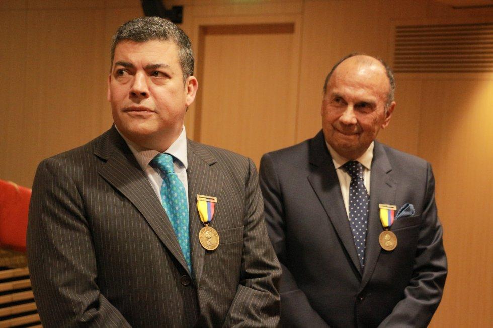 Gustavo Gómez, actual director del programa, acompañado por Hernán Peláez, quien ejerció el mismo cargo por más de 20 años.